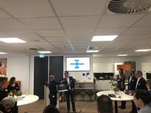 Simon ontvangt zijn Boost pionier prijs - Sociale innovatie - Smart Industry - Modderkolk